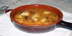 Чанахи — блюдо грузинской кухни из баранины и овощей тушеных в казане или глиняных горшочках. В целом разновидностей Чанахи довольно много: их готовят с говядины, свинины и даже куриного мяса. Общими продуктами для всех видов рецепта остаются мясо и овощи.