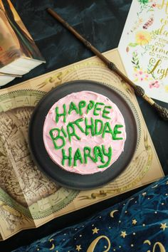 Harry Potter Harry Potter Birthday Cake and 21 other DIY ideas for your next Harry Potter themed party. - As big Harry Potter fans it would make sense that we'd have a Harry Potter Party. Although, I'm surprised we haven't done this sooner! Harry Potter Diy, Harry Potter Presents, Harry Potter Motto Party, Harry Potter Thema, Harry Potter Marathon, Harry Potter Halloween Party, Soirée Halloween, Harry Potter Birthday Cake, Theme Harry Potter