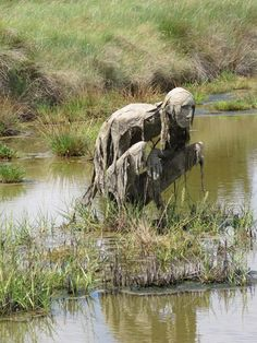 "viergacht: "" thefabulousweirdtrotters: "" Homo Algus, Marais de Séné, Bretagne, France Land art by Sophie Prestigiacomo "" COOL "" Old and tired yet he/ she must find something to feed herself and her elderly husband. Land Art, 3d Fantasy, Fantasy Kunst, Art Sombre, Sculpture Art, Garden Sculpture, Sculpture Ideas, Art Sinistre, Sculpture Romaine"