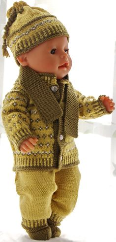 Knitting patterns for american girl doll clothes - This outfit looks fabulous with a green scarf Knitting Dolls Clothes, Baby Doll Clothes, Crochet Baby Clothes, Knitted Dolls, Knitting For Kids, Baby Knitting Patterns, Knitting Ideas, Knitting Projects, Crochet Pattern