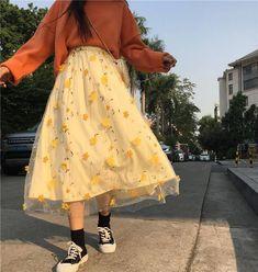 Aesthetic Fashion, Look Fashion, Aesthetic Clothes, Korean Fashion, Classy Fashion, 90s Fashion, Fashion Skirts, Fashion Hacks, Modest Fashion