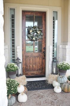 15 Fall Front Porch Decorating Ideas Looking for fall decorations? Checkout this small front porch decorated for fall - on a budget! These fall decor ideas are a simple, affordable way to welcome pumpkin loving season! Front Door Design, Front Door Colors, Front Door Decor, Front Porch Fall Decor, Entrance Design, Diy Front Porch Ideas, Fall Porches, Diy Porch, Entrance Decor