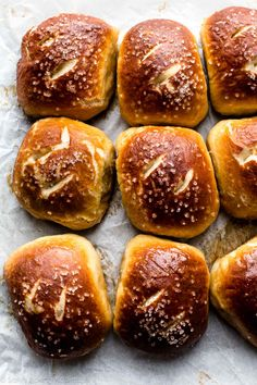 How to make EASY soft pretzel rolls! Recipe on sallysbakingaddic 2019 How to make EASY soft pretzel rolls! Recipe on sallysbakingaddic The post How to make EASY soft pretzel rolls! Recipe on sallysbakingaddic 2019 appeared first on Rolls Diy. Pan Pretzel, Pretzel Roll Recipe, Pretzel Rolls, Pretzels Recipe, Baking Soda Bath, Homemade Soft Pretzels, Sallys Baking Addiction, Bread And Pastries, Snacks