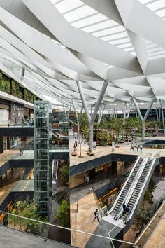 Image 32 of 32 from gallery of Parque Toreo / Sordo Madaleno Arquitectos. Photograph by Sordo Madaleno Arquitectos Design Plaza, Atrium Design, Mall Design, Facade Design, Architecture Durable, Architecture Design, Sustainable Architecture, Pavilion Architecture, Chinese Architecture