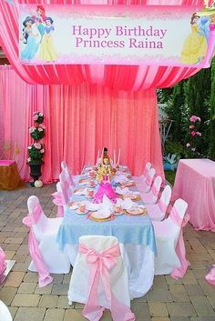 Disney Princess Birthday Party - table set up Disney Princess Birthday Party, Princess Theme Party, Cinderella Birthday, 4th Birthday Parties, 3rd Birthday, Birthday Ideas, Birthday Crowns, Birthday Wishes, Party Decoration