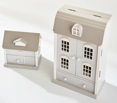 Wow check out this brilliant homemade dollhouse - what an innovative concept Haunted Dollhouse, Victorian Dollhouse, Wooden Dollhouse, Diy Dollhouse, Homemade Dollhouse, Kids Doll House, Kids Jewelry Box, Space Saving Beds, Jewelry Cabinet