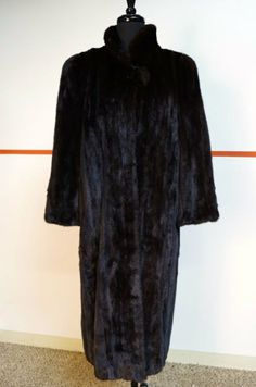 ALLURING Mahogany MINK FUR Full Length VINTAGE Coat  ****ELEGANCE AND LUXURY AT IT'S BEST****   SIZE: MEDIUM  CONDITION: PRISTINE  LIKE NEW AND READY TO WEAR!!!    DETAILS:  Designer: Vintage     Style: Full Length Mink Coat     Condition: HARDLY WORN- In LIKE NEW Condition     Mat...