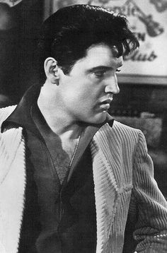 Beautiful Elvis. He looks absolutely divine