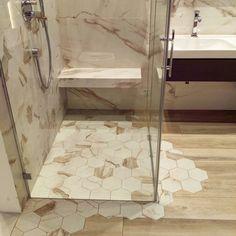 Co powiecie na tak niestandardowo zaaranżowaną podłogę? :) #HOFF #salonhoff #kraków #ilovehoff #łazienka #łazienki #design #wystrojwnetrz #bathroom #bathroomdesign #ceramika #inspiracja #umywalka #bateria #pomysł #wyposażeniewnętrz #płytki #tiles #mozaika #mosaic #wnętrze #wystrojwnetrz #heksagon
