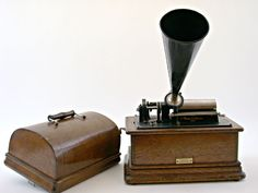 Edison standard phonograph: model C - The Bill Douglas Cinema Museum