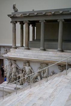 Berlin, Pergamonmuseum, Gigantenfries des Pergamonaltars (Gigantomachy frieze of the Pergamon altar)
