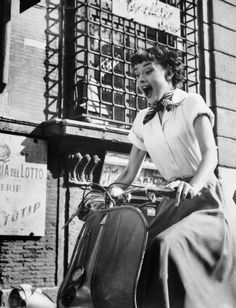 Audrey Hepburn Poster as Princess Ann in Roman Holiday screaming riding Vespa in Rome Audrey Hepburn Poster, Style Audrey Hepburn, Audrey Hepburn Roman Holiday, Audrey Hepburn Photos, Costume Hollywood, Roman Holiday Movie, Best Classic Movies, Rome, Photo Vintage