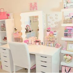 🎀VANITY LIFE🎀 ** Morning Beauty Room Inspiration** Today's beauty room is simple , organized, and very pink! That's our kind of room 👍🏻 📷- go check out her beautiful page , show her some love and likes!