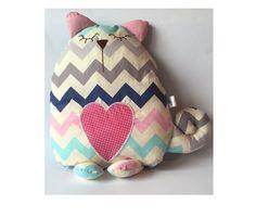 Podusia Kotek z serduszkiem by Silverado w Silverado-handmade na DaWanda.com