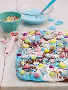 How to Make Chocolate Bark #easter #chocolate #diy #bark