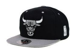 1d1a908c7a4 Chicago Bulls Mitchell   Ness NBA Black Gray Fitted Cap