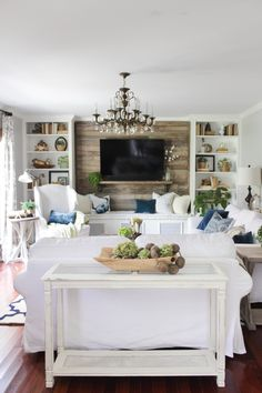 Farmhouse Living Room Ideas - Farmhouse design has specific qualities, but it's not one dimension fits all. Take a look at these differed instances of farmhouse design living areas. Diy Interior Railing, Diy Interior Doors, Living Room Flooring, Interior Design Living Room, French Country Living Room, Family Room Design, Living Room Remodel, Living Rooms, Stores