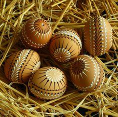Kraslice v přírodních tónech & Zboží prodejce Královna Mab Eastern Eggs, Pot Jardin, Pots, Easter 2020, Egg Art, Egg Decorating, Caramel Apples, Wax, Christmas