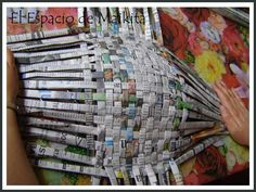 Recycled Costumes, Recycled Dress, Newspaper Dress, Newspaper Crafts, Recycled Art Projects, Upcycled Crafts, Paper Clothes, Paper Dresses, Mannequin Art