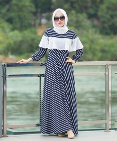 Muslim Women Fashion, Modern Hijab Fashion, Batik Fashion, Abaya Fashion, Fashion Dresses, Dress Outfits, Mode Abaya, Abaya Designs, Hijab Style Dress