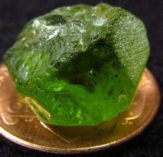 14ct Natural Arizona Bright Apple Green Peridot Faceting Cabbing Rough Gemstone