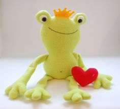 Ferdinand the Frog--free pattern by WhileSheNaps