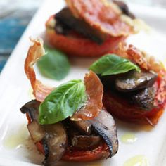 Semi dried tomatoes topped with confit of mushrooms, crispy pancetta & basil Dried Tomatoes, Party Snacks, Basil, Breakfast Recipes, Stuffed Mushrooms, Yummy Food, Chicken, Meat, Recipes For Breakfast
