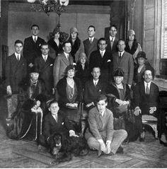 Reunion de la Familia Real en El Pardo con motivo de la onomástica de la reina María Cristina. 1928