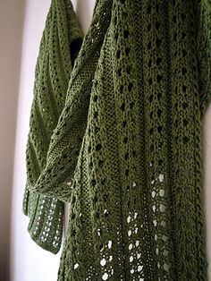 looks like the Java scarf. I have one on the needles.
