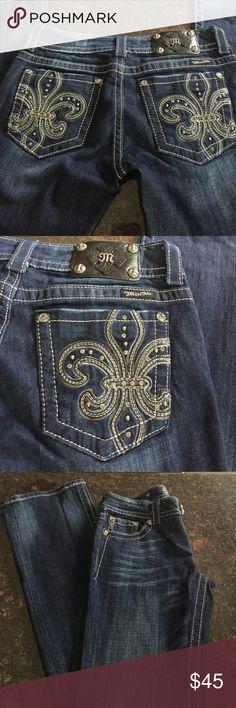 "Miss Me Boot Cut Jeans 28 Miss me boot cut jeans, embellished pockets, size 28, belt loops, inseam 34"", rise 7 1/4"", 5 pockets, beautiful! Miss Me Jeans Boot Cut"