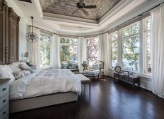 Beautiful main bedroom (Weber Design Group by way of Home of Turquoise).... ** Take a look at even more by going to the picture