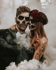 Day of the Dead style fashion looks for Halloween balls . Great inspiration for you Adorable by Theme Halloween, Halloween Photos, Halloween Fashion, Couple Halloween Costumes, Halloween Makeup, Happy Halloween, Halloween Bride, Halloween Weddings, Scary Costumes