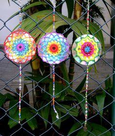 Mandala de crochet em CD reciclado by Colorido Eclético - por Cristina Vasconcellos, via Flickr