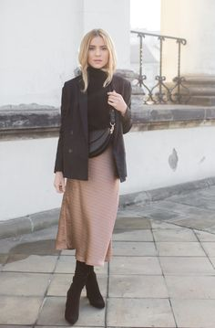 Make Life Easier Winter Skirt Outfit, Casual Skirt Outfits, Trendy Outfits, Over The Knee Boot Outfit, Dress With Boots, Skirt Fashion, Fashion Outfits, Morticia Addams, Passion For Fashion
