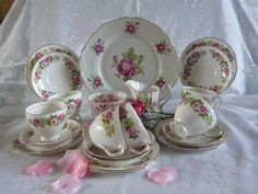 STUNNING ROSES TEA SET £55