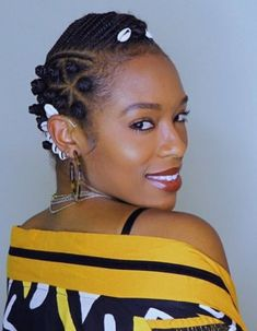Side Bantu Knots, Beads and Stars Bantu Knot Styles, Bantu Knot Out, Bantu Knots, Short Natural Curls, Natural Hair Braids, African American Women Hairstyles, African Hairstyles, Black Girls Hairstyles, Straight Hairstyles