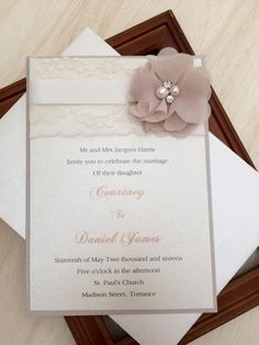 Partecipazioni shabby con fiore. Wedding invitations with lace. #wedding #wedding invitations