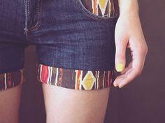 short jeans customizado com tecido na barra