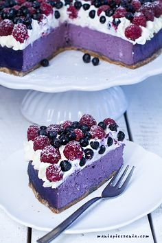 80 best blueberry cheesecake and 3 different recipes Our Easy Blueberry Swirl Cheesecake was a special treat for everyone in the Test Kitchen. Thanks to the sweet and creamy taste of the cream cheese bas. Baking Recipes, Cake Recipes, Dessert Recipes, Cookies And Cream Cheesecake, Blueberry Cheesecake, Pavlova Cake, Homemade Pastries, Sandwich Cake, Polish Recipes