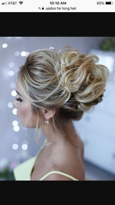 36 Messy wedding hair updos for a gorgeous rustic country wedding to chic urban wedding. Take a look at these 27 pretty messy wedding hair updos and they would fit in so well for a gorgeous rustic country wedding to chic urban wedding. Up Dos For Medium Hair, Medium Hair Cuts, Medium Hair Styles, Long Hair Styles, Hair Updos For Medium Hair, Prom Hair Medium, Wedding Hairstyles For Long Hair, Wedding Hair And Makeup, Bridesmaid Hairstyles
