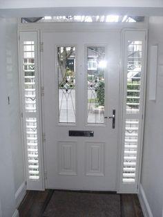 Front Door Porch, Front Door Entrance, Exterior Front Doors, House Front Door, House Doors, Front Door Decor, Doorway, Windows And Doors, Bay Windows
