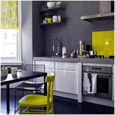 Resultado de imagen para cocinas blancas amarillas mate con gris mate madera