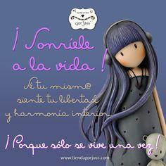 ¡Sonríele a la vida! #gorjuss #santoro #sonrie #vida #soloseviveunavez #frasedeldia #felizviernes Spanish Quotes, Origami, Inspirational Quotes, Letters, Stickers, Writing, Crafts, Marker, Beauty