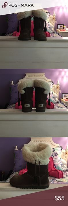 Children's Uggs These Uggs have been in my closet for a while now and are still in great condition !! They are a size 4 in children's sizes and have a fur lining to keep feet warm during cold weather!! UGG Shoes