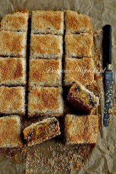 Kostka dyniowo- jabłkowa z kokosem Köstliche Desserts, Delicious Desserts, Dessert Recipes, Austrian Recipes, Austrian Food, Love Is Sweet, Kitchenaid, Fudge, Tea Time
