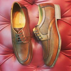 Lea Gu's brown perforated leather shoes are a very avant garde option for a real Gentlemen! 🎩 Discover all the collection in Cherry Heel! 👞  #CherryHeel #Luxury #shoe #boutique #shoes #menshoes #shoesforhim #handmade #gentlemen #elegance #style #fashionforhim #handmade #handmadeshoes #mensshoes #mensstyle #menwithstyle #luxuryfootwear #luxuryshoes #forhim