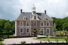 Kasteel Warmelo te Diepenheim / Overijssel Nederland Historical Architecture, Interior Architecture, Dutch Royalty, Mansions Homes, Low Country, Netherlands, Facade, House Styles, Rule Britannia