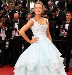 Blake Lively en robe Vivienne Westwood pendant sa deuxième grossesse pendant le festival de Cannes 2016