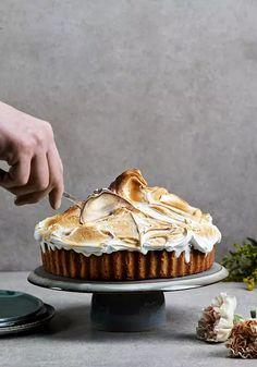 Piirakka tehdään nyt ihan uudella tavalla – tässä ovat kevään parhaat piirakkareseptit - Ruoka | HS.fi Camembert Cheese, Pie, Baking, Desserts, Food, Torte, Tailgate Desserts, Cake, Deserts