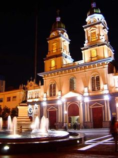 Plaza Rocafuerte e Iglesia San Francisco, Guayaquil, Ecuador. Por qué es tan bonito Guayaquil! Y también su gente! Enamorado mil! Jeje